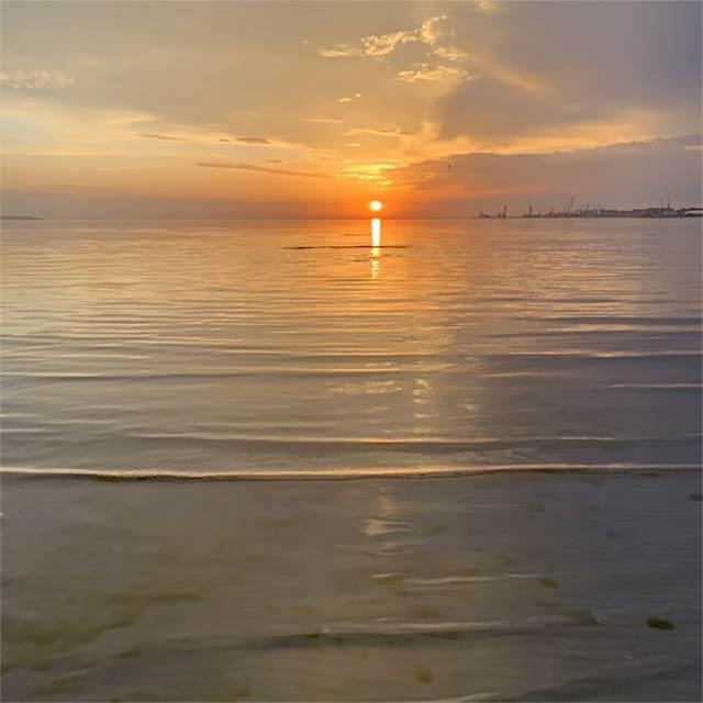 Stroomin rannassa voi myös nauttia upeista auringonlaskuista.