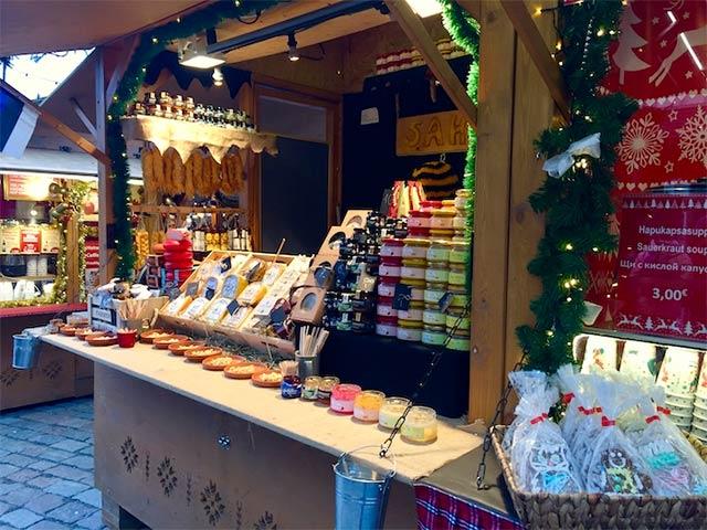 Joulutorilla on saatavana paljon käsitöitä, luontaistuotteita ja ihania jouluherkkuja.