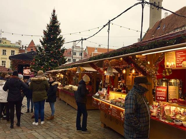 Jouluherkkuja, ruokaa ja glögiä - siitä muodostuu Tallinnan  joulutorin tunnelma!