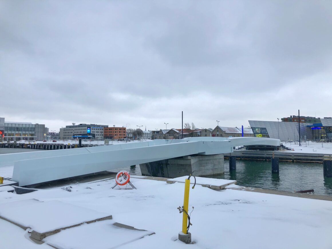 Tallinnan sataman kävelysilta